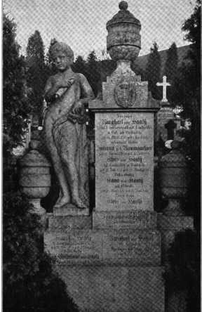 Fig. 275. Friedhof. Grabdenkmal. (336)